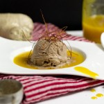 Ingwer-Schokoladeneis mit Mangosauce