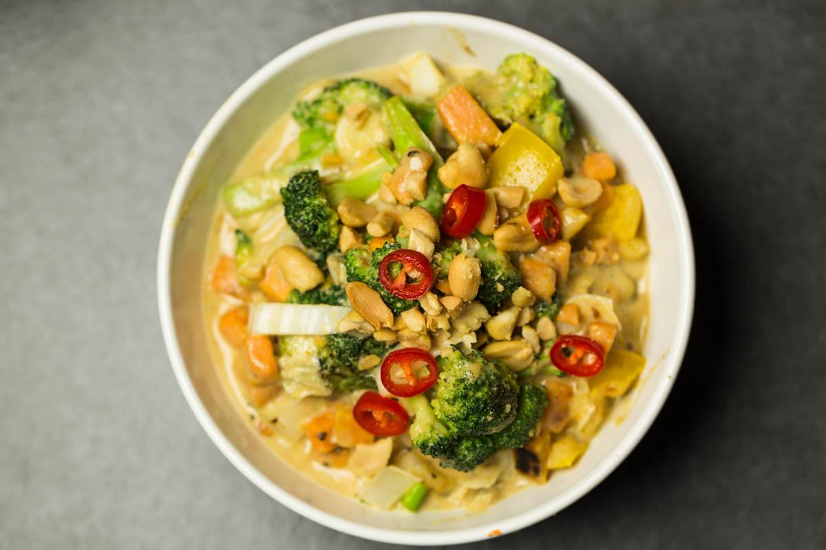 Gemüsecurry mit Erdnüssen