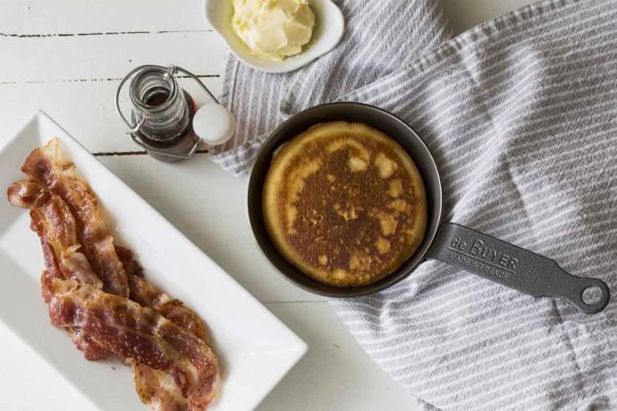 Pancakes mit Speck und Ahornsirup
