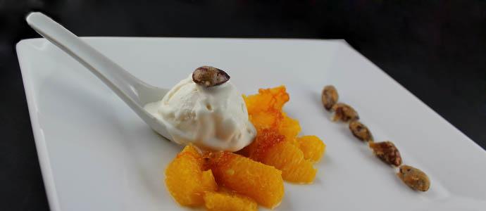 Joghurtsorbet mit gratinierten Orangen