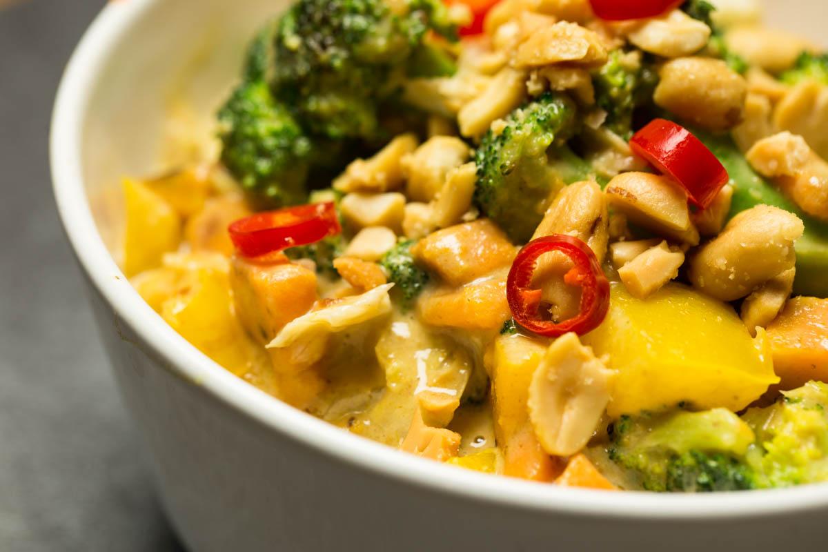 Gemüsecurry mit Ernüssen