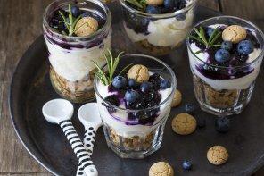 Trifle mit Blaubeerkompott